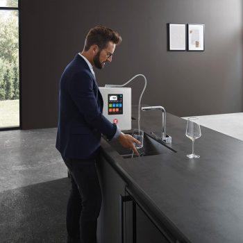 doanh nhân thành đạt và máy lọc nước ion kiềm fuji smart